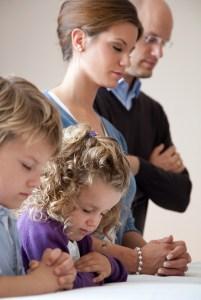 family-kneeling-prayer-889739-print