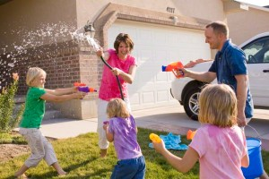 family-water-fight-419313-gallery