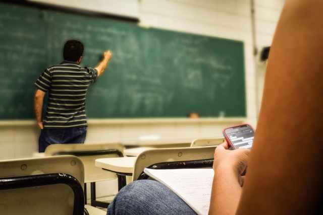 Altro che distrazione: come usare (bene) Whatsapp a scuola
