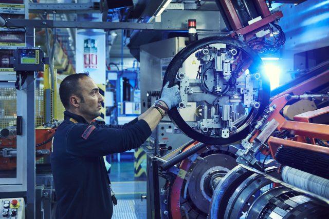 Dopo le prime sbandate, Pirelli mette in pista lo smart manufacturing