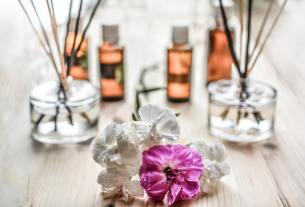 What is Aromatherapy and How Essential Oil Are Effective