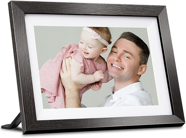 Skylight Frame: 10-inch WiFi Digital Picture Frame