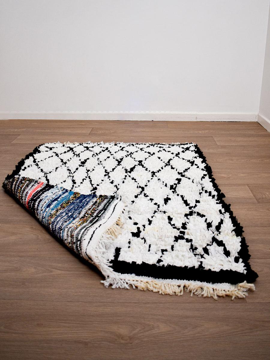 tapis boucherouite blanc noir 130 x 95 cm