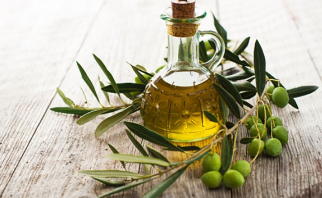 Olive Oil - 10 Super Foods That Burn Fat And Help In Losing Weight