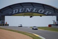 Jaguar Type E à la passerelle Dunlop