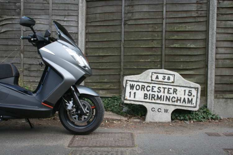 Tired old milepost, 11 miles from Brum