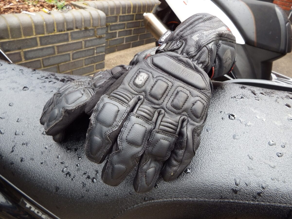 Motorcycle gloves guide - It S Not Just Cowhide Leather That Is Used Either Sometimes Goat Kangaroo Or Sometimes Stingray Leather Sections Are Used In Gloves On The Knuckles Or