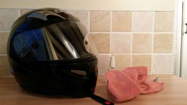 helmet-and-cleaner