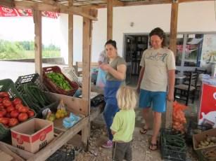 Gemüsestandl am Straßenrand