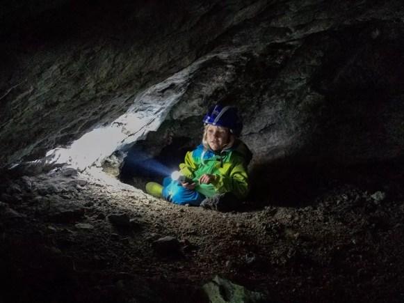 Nino, der Höhlenforscher