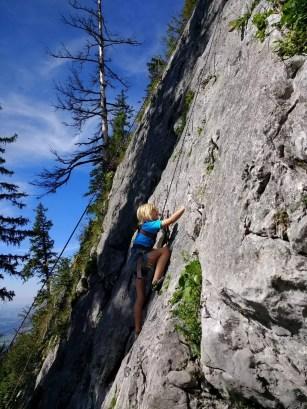 Nino am Klettern