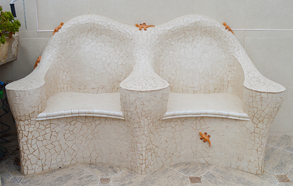 Bench with ceramic geckos, 1'80m, private house, Lleida.