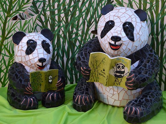 Book Baby Panda, 25cm x 18cm (8kg), 40cm x 27cm (20kg).