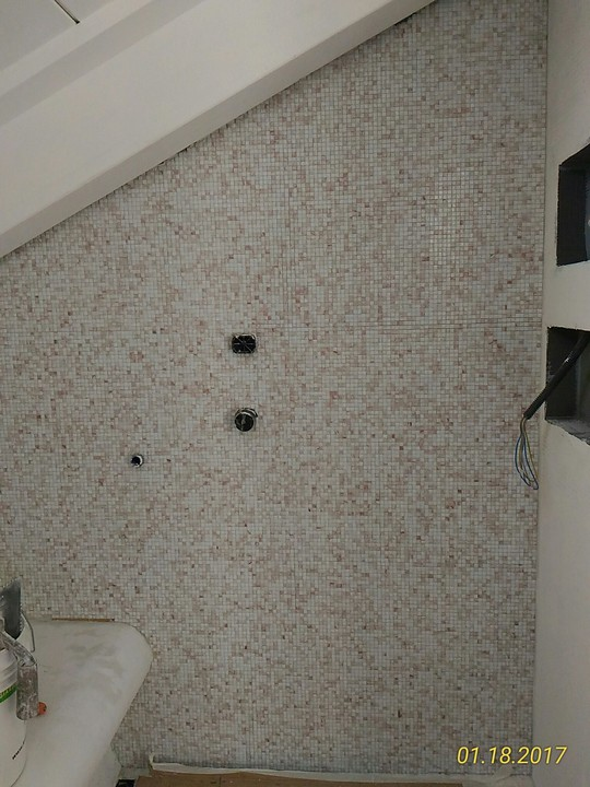 Posa mosaico 10 x 10 su parete