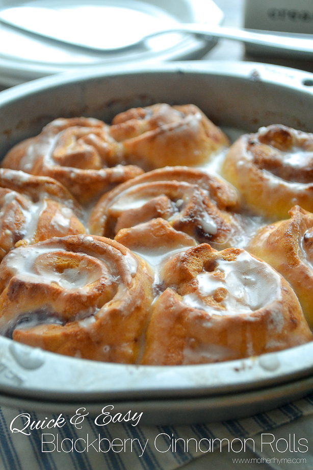 Quick and Easy Blackberry Cinnamon Rolls from www.motherthyme.com