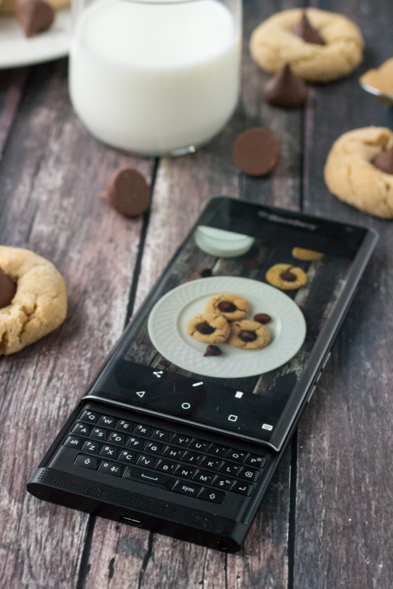 Keeping It Together With The Blackberry Priv + The Best Recipe For Peanut Butter Blossoms | www.motherthyme.com #priv