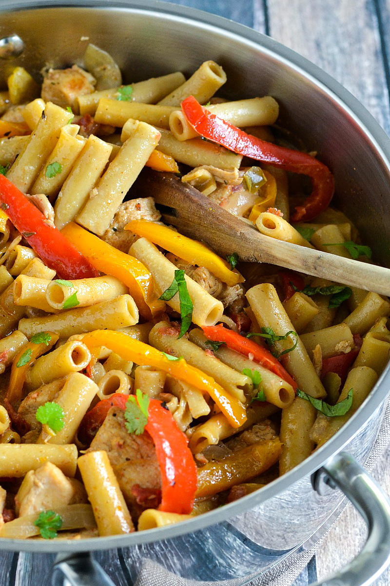 One-Pot Chicken Fajita Pasta | www.motherthyme.com