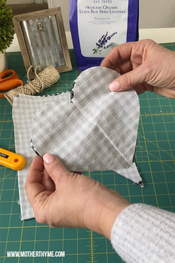 MINI NO-SEW HEART PILLOW - FREE PATTERN