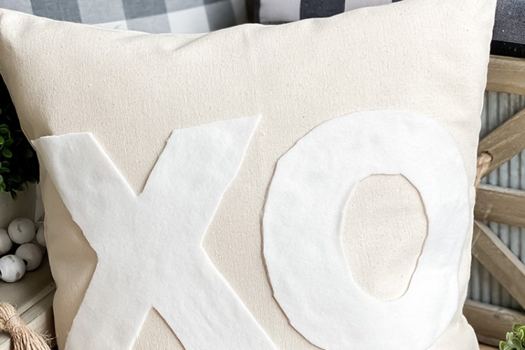 EASY NO-SEW HEART PILLOW - FREE PATTERN