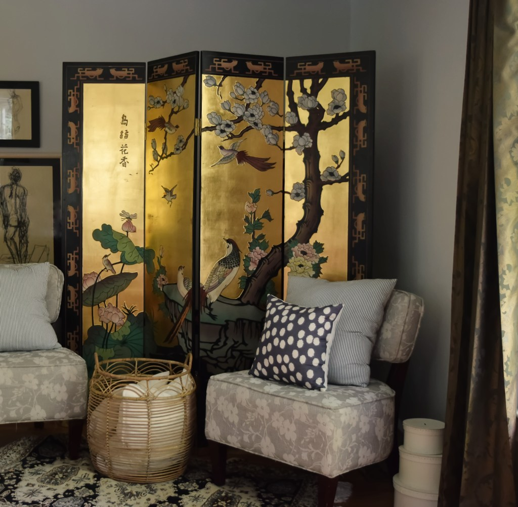 chinoiserie screen and seating area in primary suite