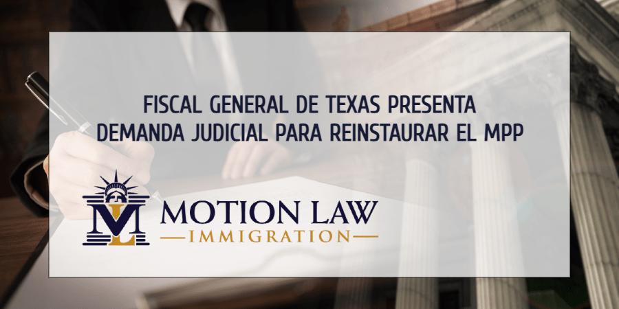 """Fiscal General de Texas pide reinstaurar la política """"Permanecer en México"""""""