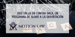 Juez falla en contra del programa que protege a jóvenes inmigrantes