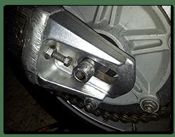Aprilia Caponord ETV1000 Rally-Raid Remove rear axle nut and block to slacken the chain