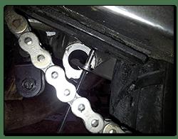 Aprilia Caponord ETV1000 Rally-Raid Remove chain slider screw AP8152302