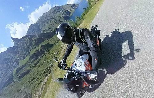 C'est l'esprit sain que l'on descend à chaque fois de cette KTM Adventure S