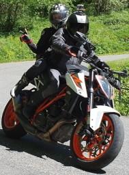 Moto-Pyrénées en duo sur le superduke