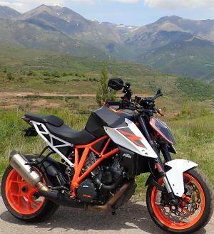 on voit le résultat: une moto bien propre avec le nettoyant drywash