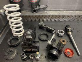 Préparation suspensions amortisseur démonté avec les pièces