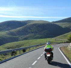1-Moto Pyrénées balades voyages vacances Serpentina