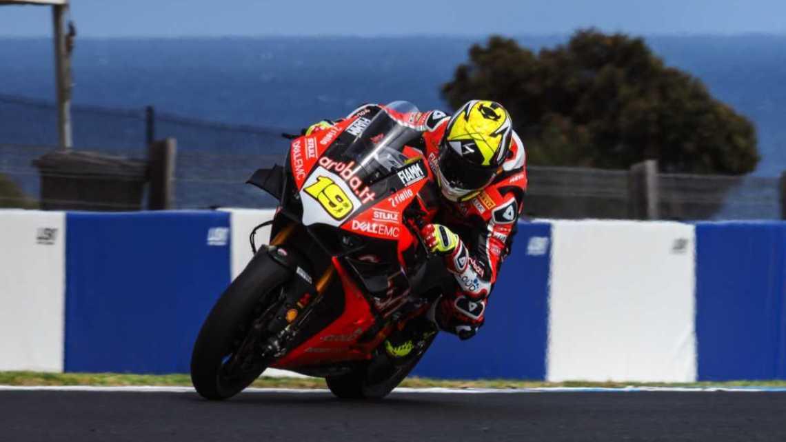 La Ducati gioca sleale con la nuova V4R in Superbike?
