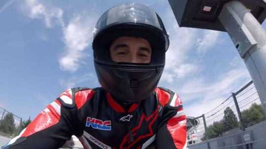 In sella con Marquez e la CBR 1000RR-R a Montmelo' (video giroscopico a 360°)