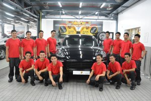 Training at Porsche for Underprivileged Young People in Asia
