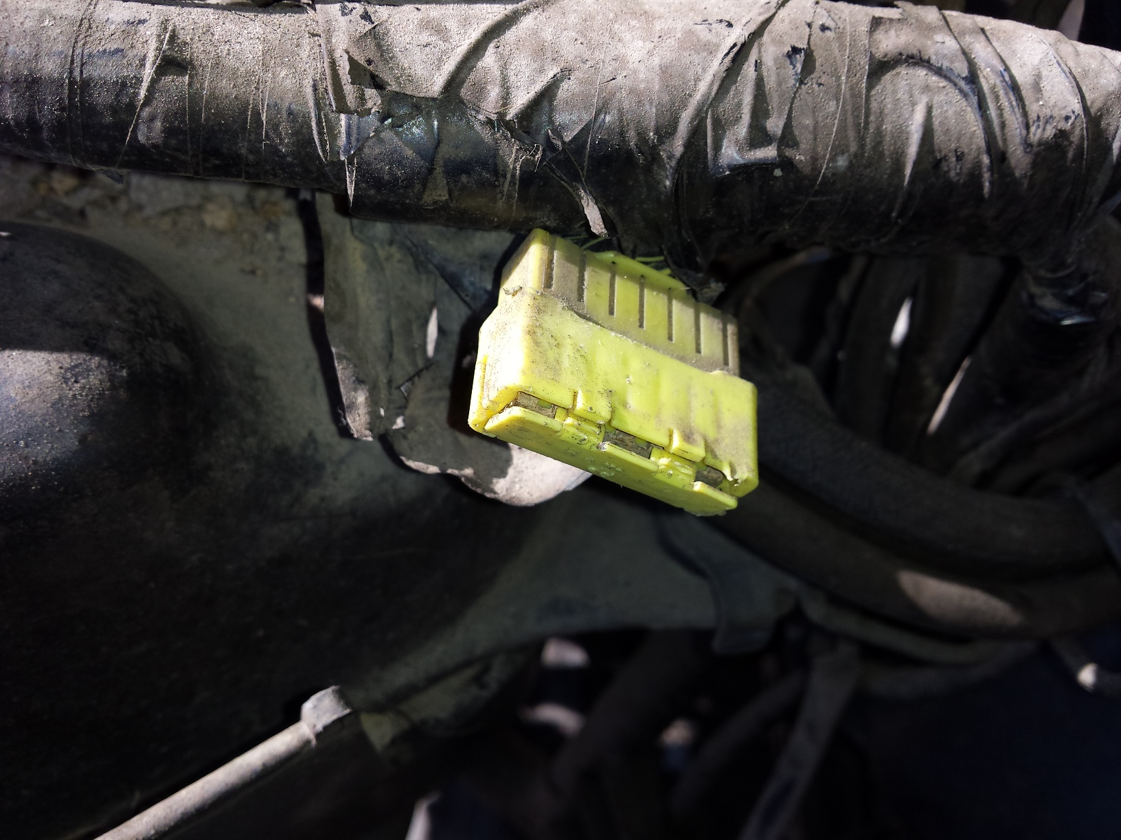 2016 kawasaki brute force 750 wiring diagram videx door entry phone atv bus connector problems a random tech is of the rear notice that it packed with mud despite fact was sealed up inside tightly wrapped electrical harness