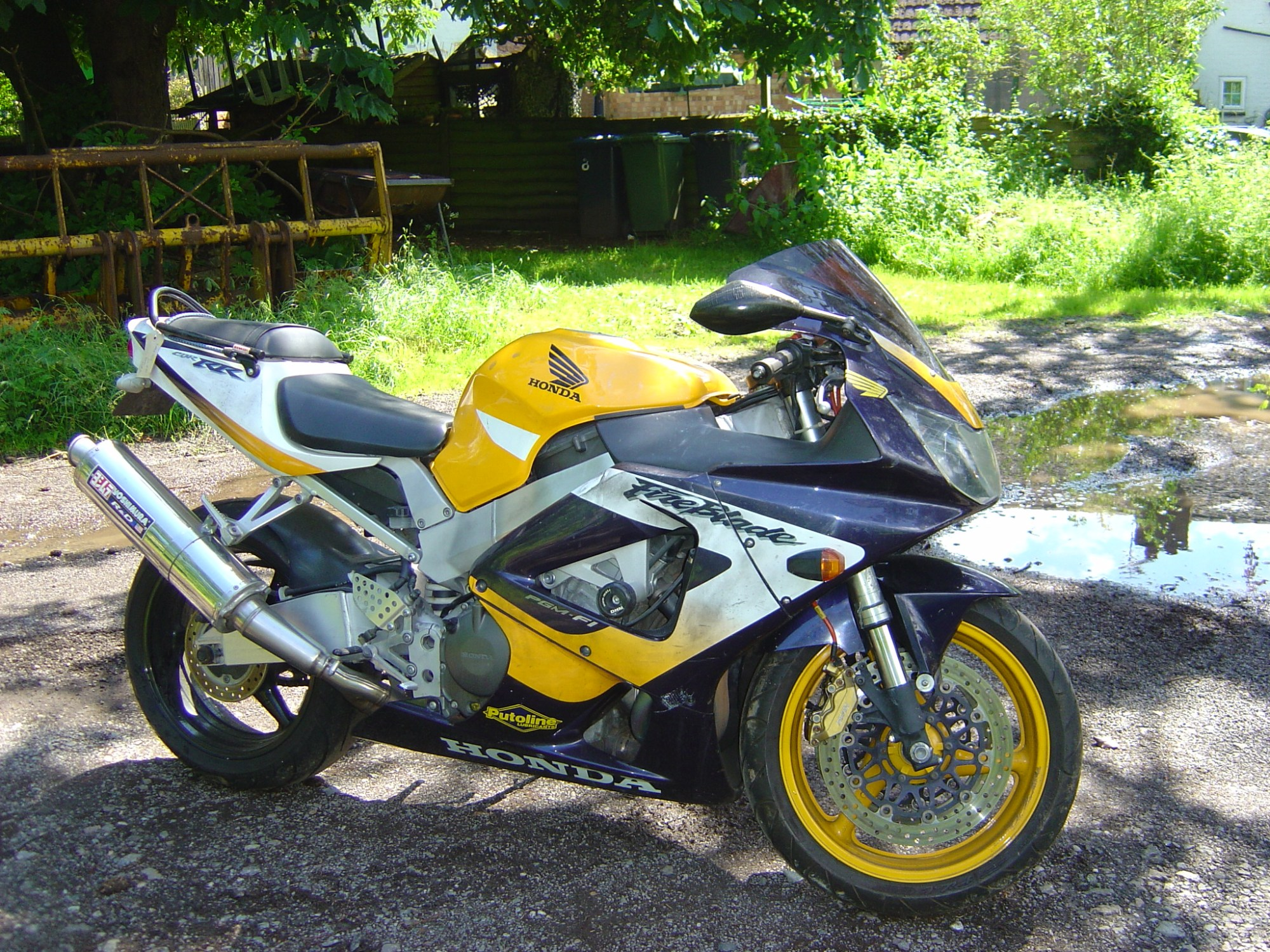 hight resolution of honda cbr900 929 fireblade year 2001 rhs motor cycle breaking for spare parts