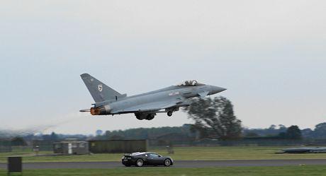 Bugatti Veyron vs Eurofighter Typhoon