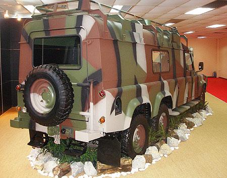 Land Rover Defender 6×4 Puma