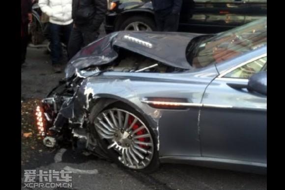 Un Audi Q5 da una buena lección a cierto Aston Martin Rapide