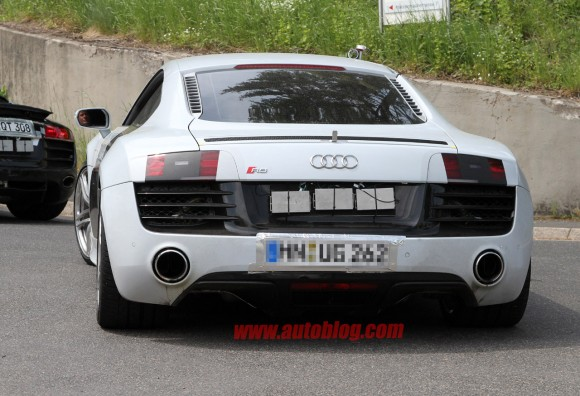 Audi deja ver el R8 2013 casi sin camuflaje