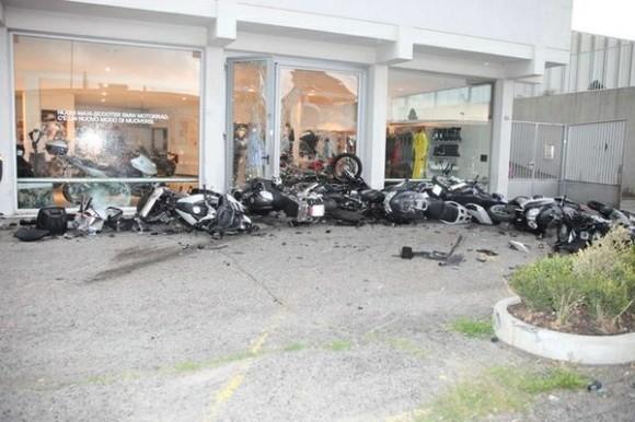 Un Lamborghini Murciélago se estrella contra una motocicleta BMW en Italia