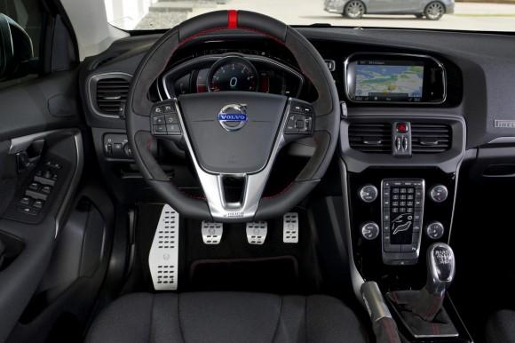 Volvo-V40-Heico-Pirelli-Edition-D[2]