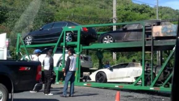 Arde un camión cargado de superdeportivos en Tailandia