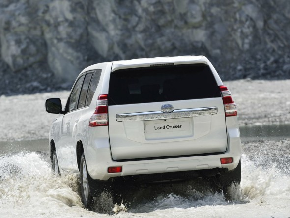 toyota-land-cruiser-2014-14