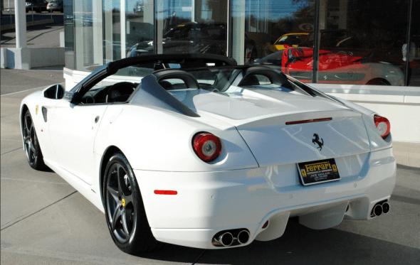 A la venta un exclusivo Ferrari 599 SA Aperta de color blanco