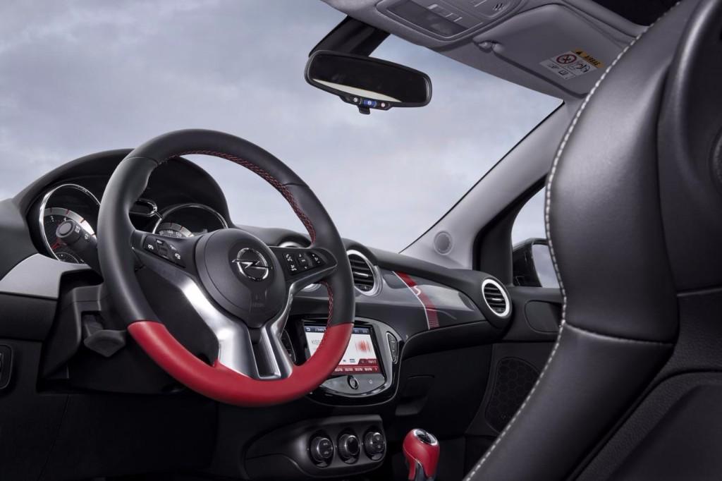 Opel Adam Rocks S: Estética campera con motor prestacional 4