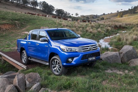Toyota-Hilux-2016-10