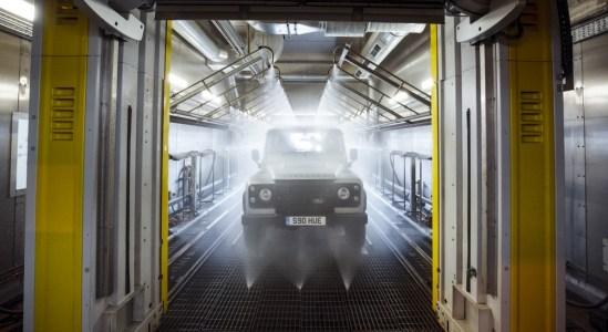 Land-Rover-Defender-2000000-25